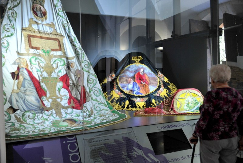 The MuBBla embroidery museum in Lorca, embroideries of the Paso Blanco