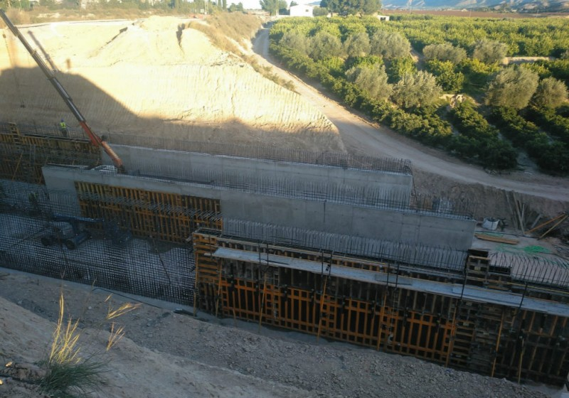 <span style='color:#780948'>ARCHIVED</span> - Gota fría flood damage repairs progressing well on the water supply canal in Molina de Segura