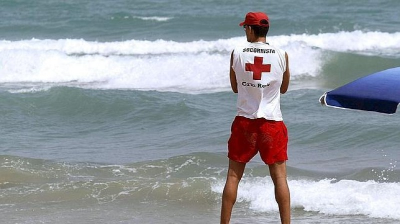 <span style='color:#780948'>ARCHIVED</span> -  Young girl and elderly man almost drown off Murcia beaches