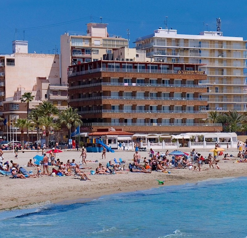 <span style='color:#780948'>ARCHIVED</span> - Summer bookings soar on the Spanish costas