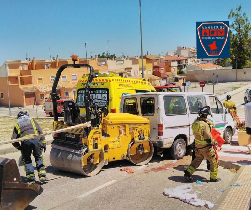 <span style='color:#780948'>ARCHIVED</span> - Man seriously injured in Bullas after being trapped underneath tarmac roller